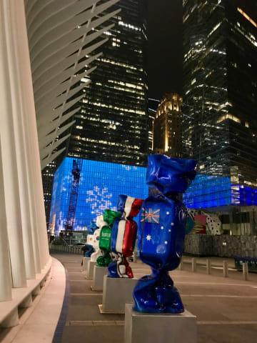 9.11メモリアル博物館近く、オキュラス前に展示されていたオブジェ=昨年12月14日。オブジェをデザインした仏アーティスト、ローレンス・ジェンケルさんのフェイスブックより