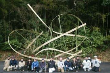竹田IC付近に設置された竹のオブジェ=竹田市会々