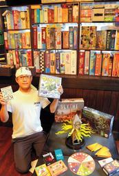 約170種類のゲームで遊べる「ボードゲーム茶屋湖月」=豊岡市出石町八木