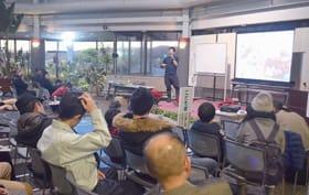 加藤代表の講演を通して外来種の被害などに理解を深める参加者