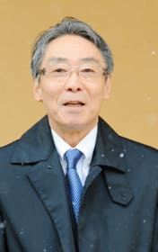 知事選への考えを語る佐藤氏=18日午前11時25分、札幌市中央区