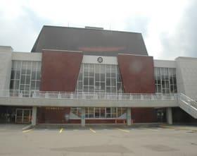 複合施設「市民ホール」建設に当たり、民間事業者から整備手法の提案を募集する=市民会館