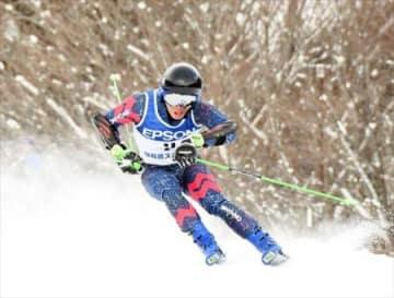 男子中丸、女子半沢V 福島県総体スキー・大回転少年