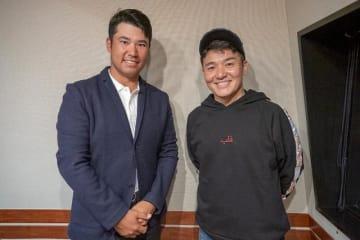 プロゴルファーの松山英樹選手(左)とパーソナリティの丸山茂樹