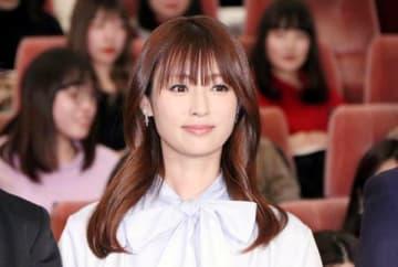 連続ドラマ「初めて恋をした日に読む話」の完成披露試写会に登場した深田恭子さん