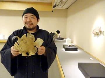 釣った魚、生き生き表現 東京で山形市出身・長瀬さんの陶芸展