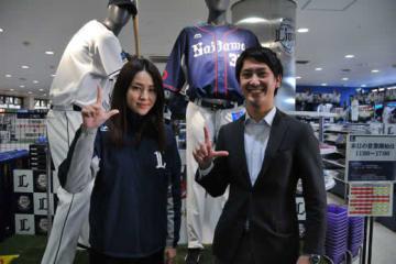ファンクラブを担当する西武ライオンズ事業部の飯山さん(左)と清田さん【写真:篠崎有理枝】