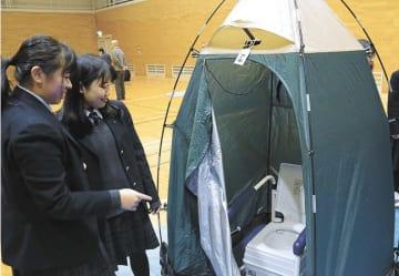 生徒たちが設営した簡易トイレ