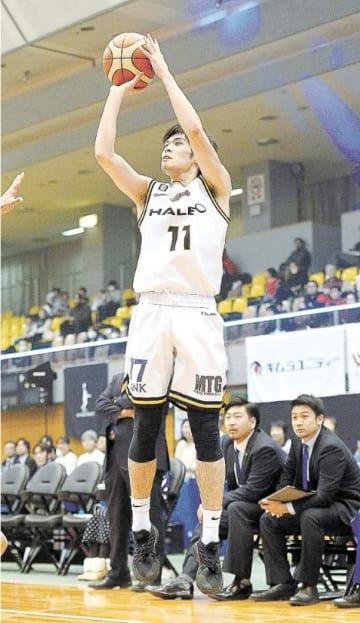 FE名古屋-仙台 第2クオーター、3点シュートを狙う仙台・白戸