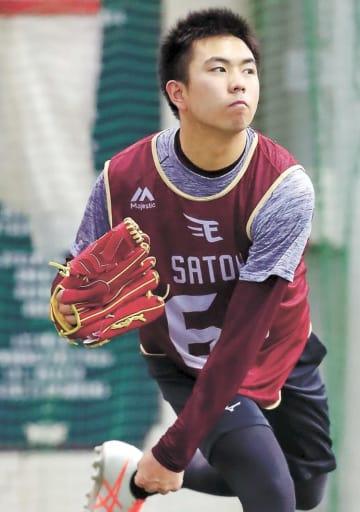 キャッチボールをする佐藤。精神面の強さはプロ向きだ