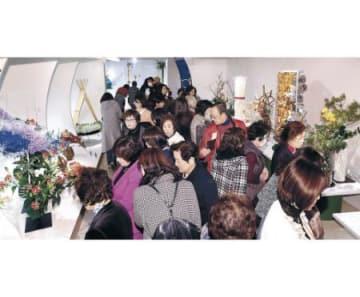 「王国」新時代の息吹 北國花展開幕、13流派191人出品