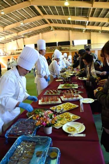調理科3年生が学んだ技術を披露した「卒業料理作品展」