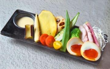 「贅沢」350円(税込み)見た目も美しいインパクトある一皿