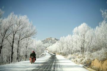 白く輝く美しい樹氷 甘粛省定西市