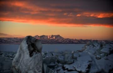 氷結した湖「ナムツォ」が織りなす絶景 チベット自治区
