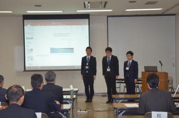 20代の若手職員が政策を提案した発表会=茨城町役場