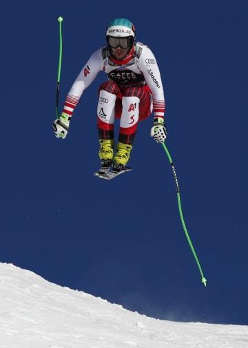 アルペンスキーW杯の男子滑降第5戦、優勝したビンツェント・クリヒマイヤー=19日、ウェンゲン(AP=共同)