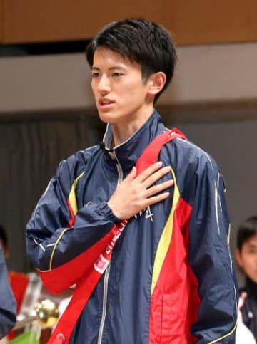 開会式で選手宣誓する茨城の川澄主将