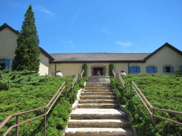 建物は南ヨーロッパの田舎風