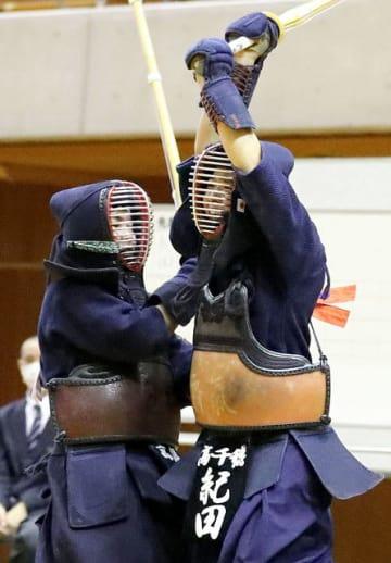 【女子決勝・高千穂-高鍋】先鋒戦で一本勝ちした高千穂の紀田主将