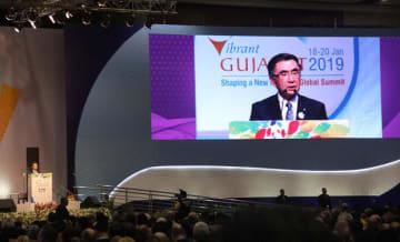 「バイブラント・グジャラート」の開会式でスピーチする鈴木俊宏社長=18日、グジャラート州(NNA撮影)