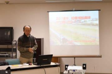 神奈川県内の米軍基地の様子が報告されたスライド上映会 =相模原市中央区