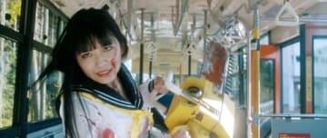 浅川梨奈さんが主演を務める「血まみれスケバンチェーンソーRED」のビジュアル(C)2019三家本礼・KADOKAWA刊/うぐいす学園3年A組