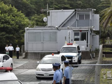 和歌山県太地町に設置されている臨時交番=2018年8月