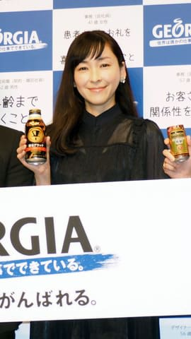 缶コーヒー「ジョージア」の新キャンペーン&新CM発表会に登場した麻生久美子さん