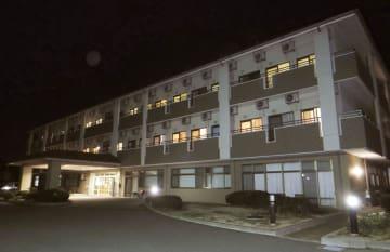 インフルエンザの集団感染があった養護老人ホーム「北淡荘」=21日夜、兵庫県淡路市