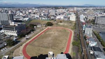 県の新プールが整備される宮崎市錦本町の県有グラウンド(ドローンで撮影)