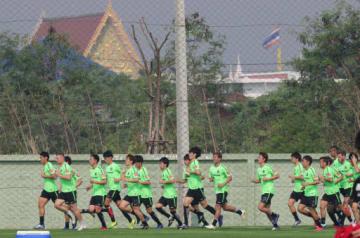 厳しい暑さの中、タイでの1次キャンプをスタートさせた広島イレブン(撮影・山崎亮)