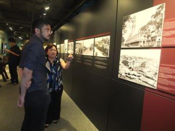 移民史料館を訪問したカタギリ氏(撮影・Aldo Shiguti)