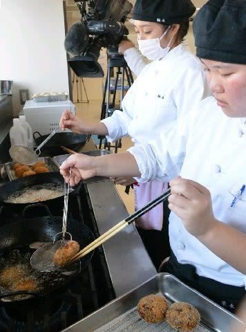 ジビエのおいしさ知って 昭和学園高生が調理体験 シカ肉コロッケ、イノシシ肉のり巻き [大分県]