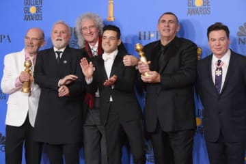 (左から)ジム・ビーチ、ロジャー・テイラー、ブライアン・メイ、ラミ・マレック、グレアム・キング、マイク・マイヤーズ - Steve Granitz / WireImage / Getty Images