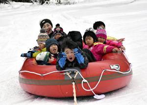 歓声響く!雪の遊び場 会津若松・芦ノ牧温泉にオープン