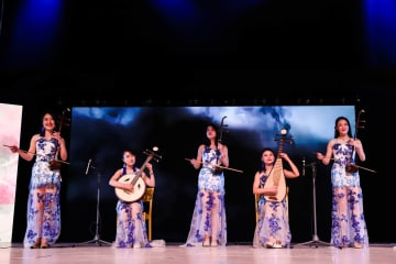 中国人学生らが春節の訪れ祝う スウェーデン