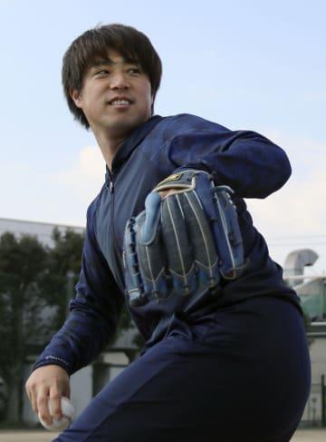 自主練習を公開した広島の野村=岡山県倉敷市