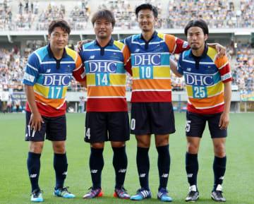 九州レジェンズで出場した長崎勢、左からMF三浦、MF原田、MF佐藤、DF西森