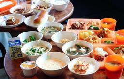 市役所本庁舎の飲食店で提供される給食セットのイメージ(神戸市教育委員会提供)