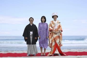 左から浜野謙太、松本穂香、板尾創路 - (C) 2019「おいしい家族」製作委員会