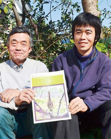 冊子を制作した鈴木さん(左)と天白さん