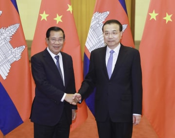 李克強総理、カンボジアのフン·セン首相と会談 両国友好のさらなる推進を強調