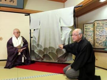 新調された「紅葉狩」の鬼の衣装(京都市中京区・壬生寺)