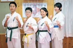 全道大会で活躍した(右から)若佐、久居、久保、斉藤