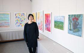 大町ギャラリーで初めての個展を開いている斉藤さん