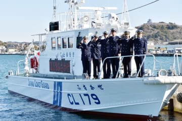 お披露目された千葉海上保安部の新造巡視艇「ふさかぜ」=22日、館山市