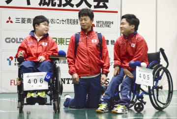 ペアのカナダ戦に臨む宮原陸人(左)と内田峻介(右)=東京都新宿区
