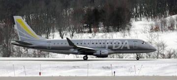 青森空港に着陸するFDAのエンブラエル175