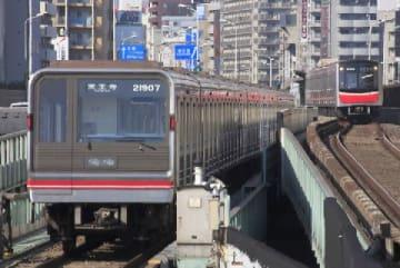 大阪メトロ(tarousite / PIXTA)